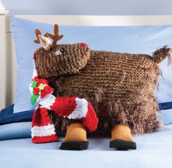 Christmas knitting pattern for a reindeer pillow