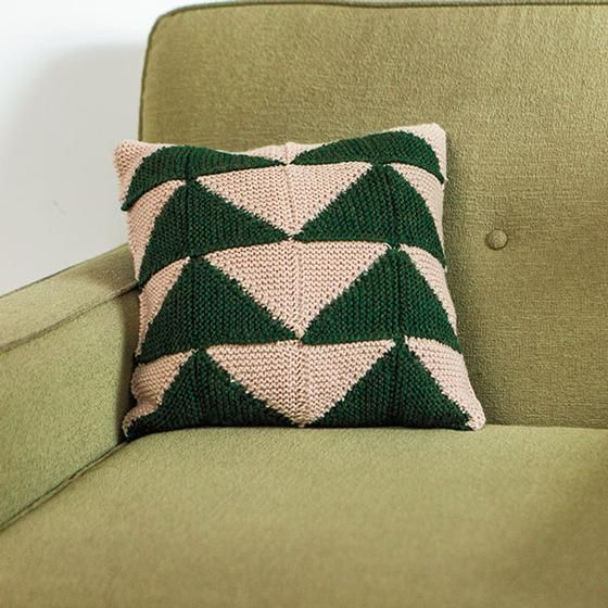 Christmas tree pillow free knitting pattern