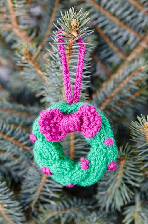 Free Wreath tree ornament knitting pattern