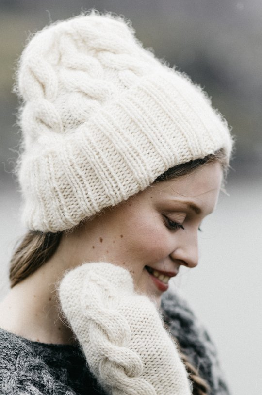 Free hat with cable knit pattern