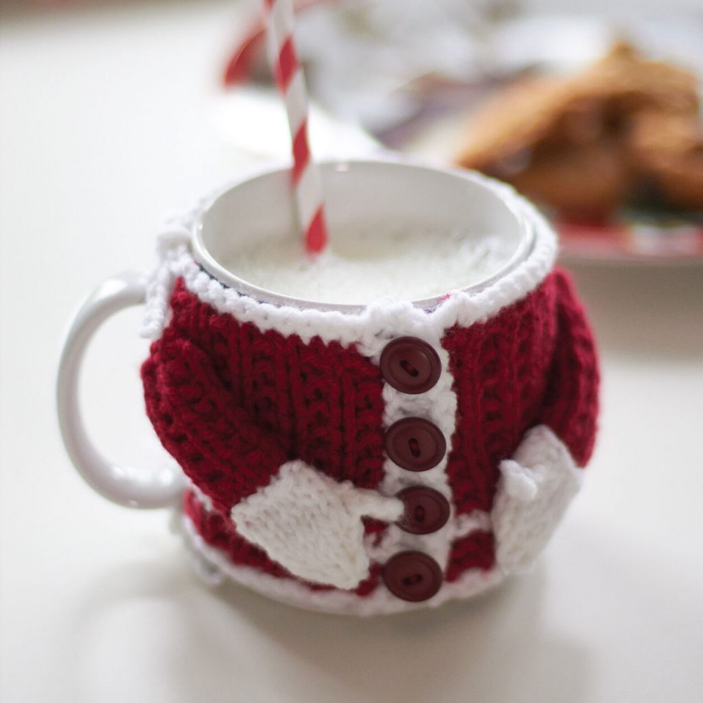 Free knit pattern for Santas Mug Cozy