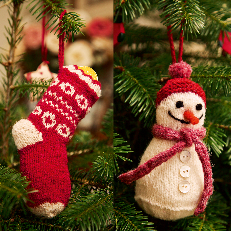 Free knit pattern for a stocking and snowman tree ornament