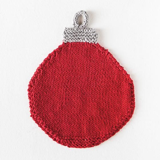 Free knitting pattern for a Christmas Bauble Washcloth