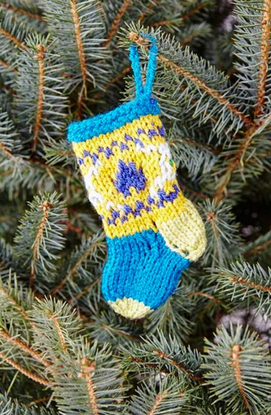 Free knitting pattern for a Xmas stocking tree ornament