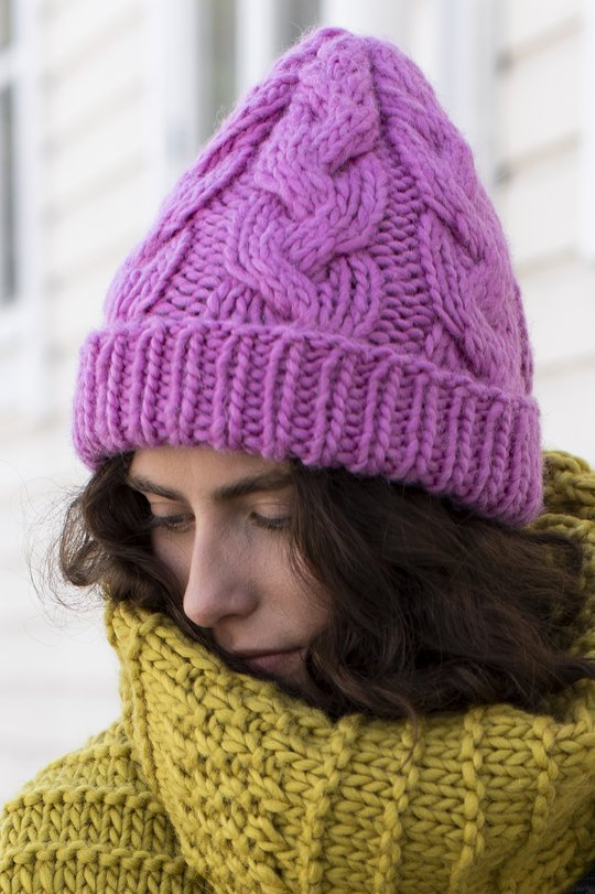 Free knitting pattern for a bulky cable hat