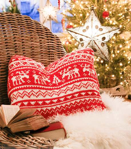 Free knitting pattern for a Nordic reindeer pillow