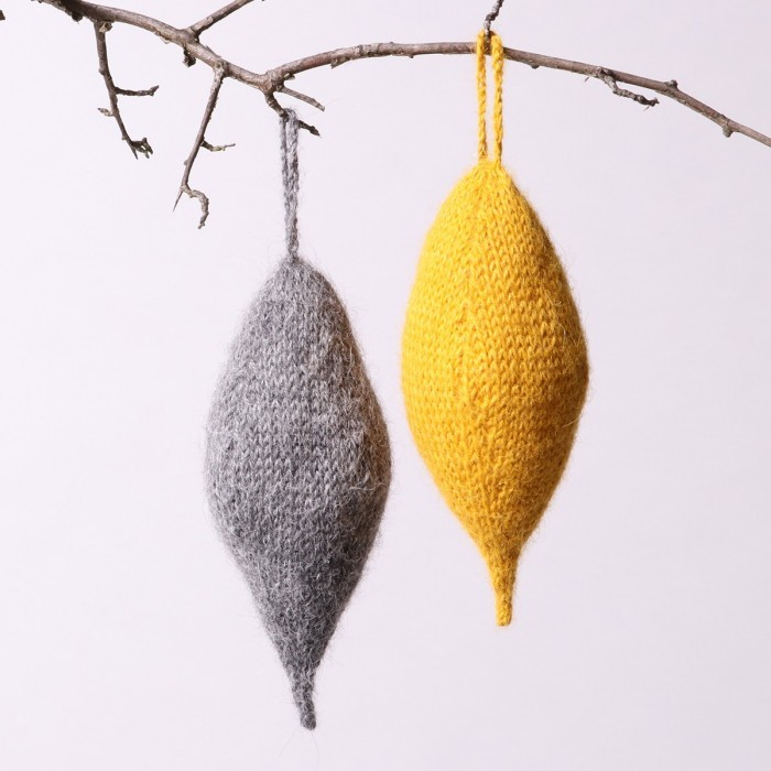 Free knitting pattern for an Oblong Christmas Ornament