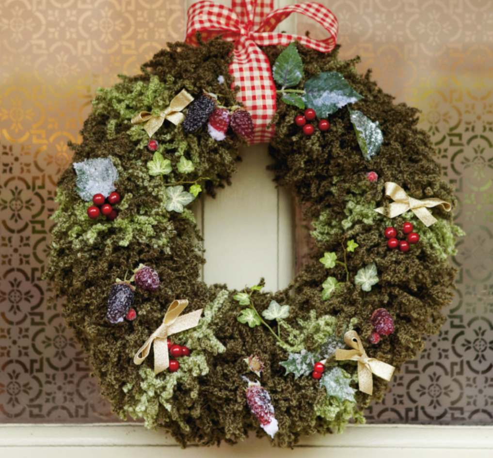Loop wreath knitting pattern for Christmas