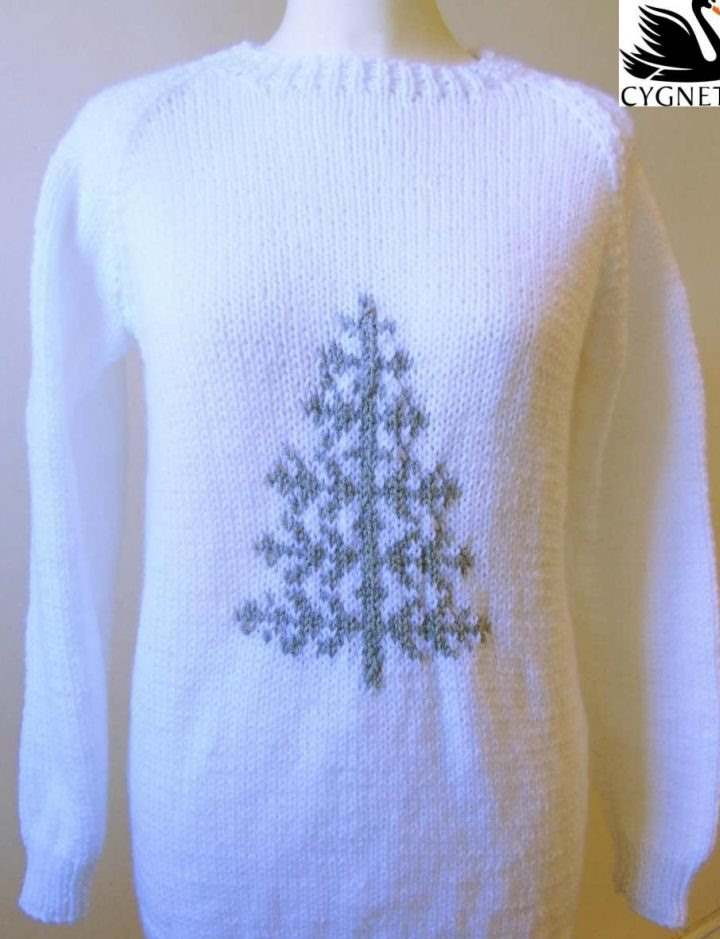 Free knit pattern for a Scandi sweater with a Christmas tree