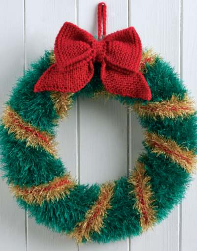 Wreath knitting pattern with big knit bow