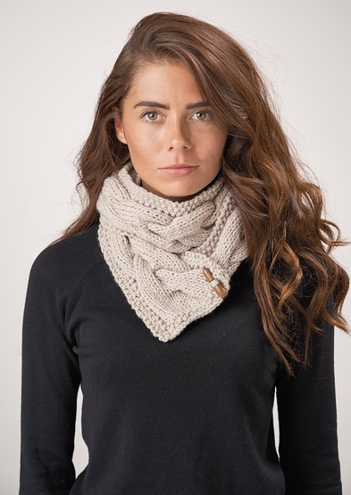 Free knitting pattern for a cabled cowl 2020