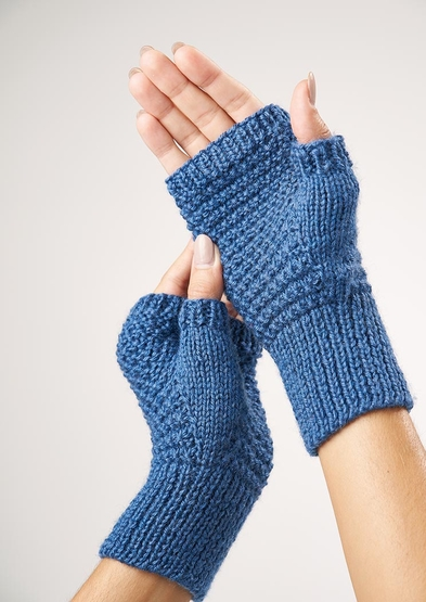 Free knitting pattern for textured fingerless mitts