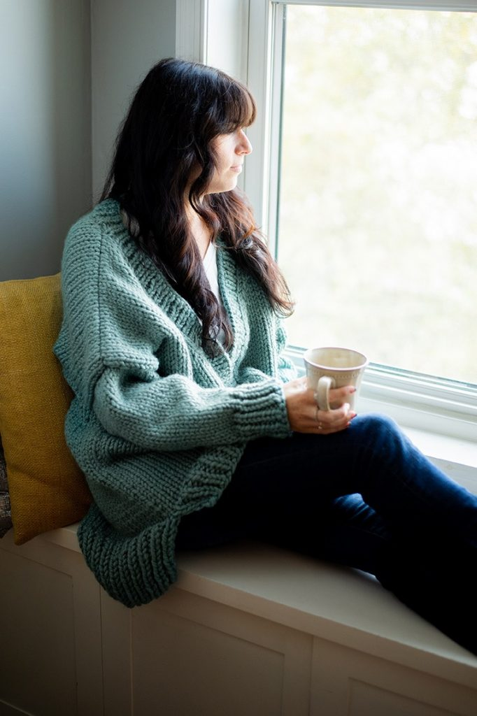 Big and comfy free cardigan knitting pattern