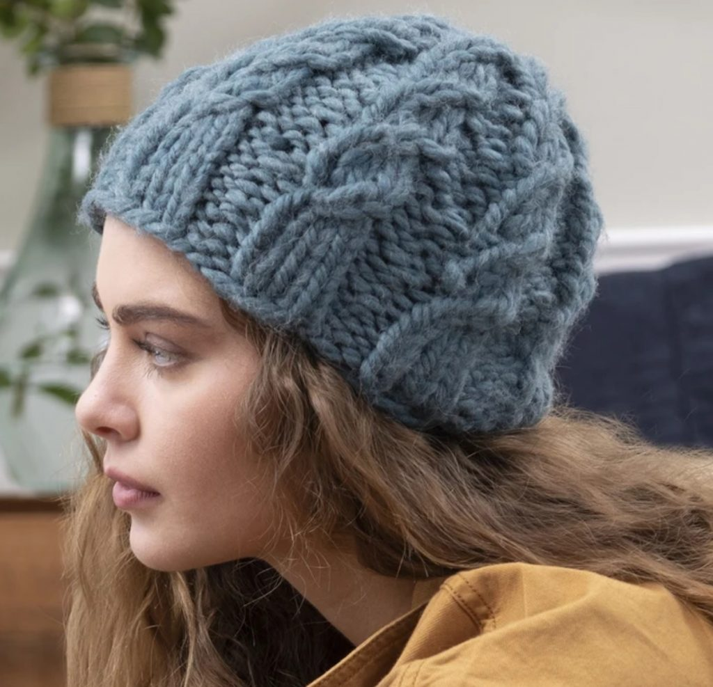 Free chunky hat knitting pattern with cables