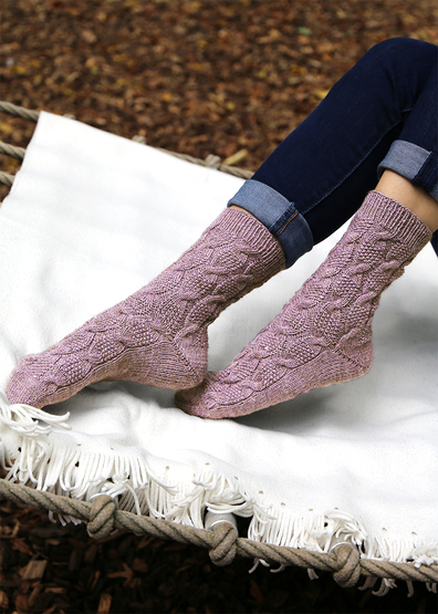 Free knit pattern for cabled moss stitch socks