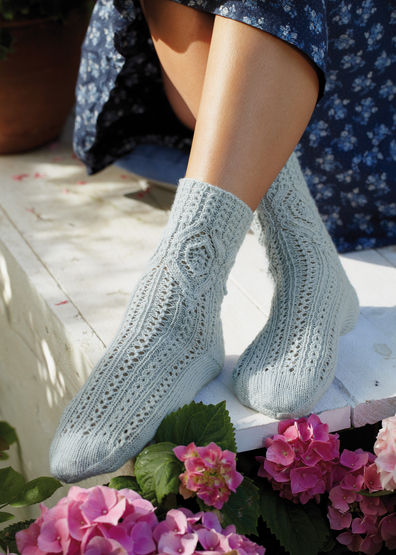 Free knit pattern for lace diamond socks