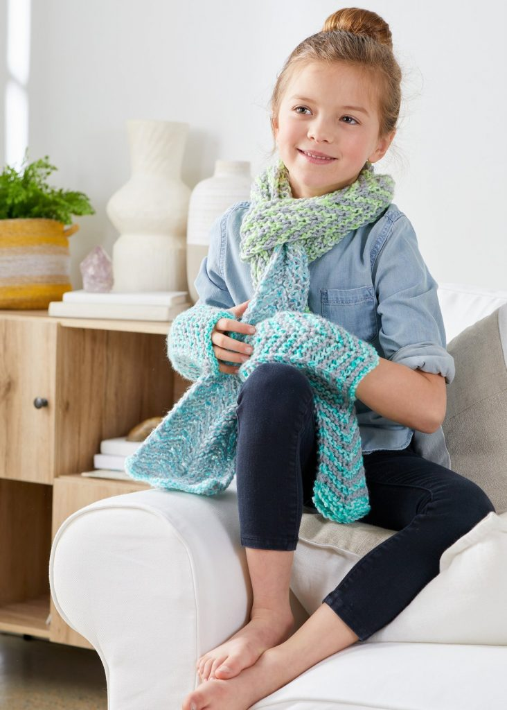 Free knitting pattern for girls scarf and mitt