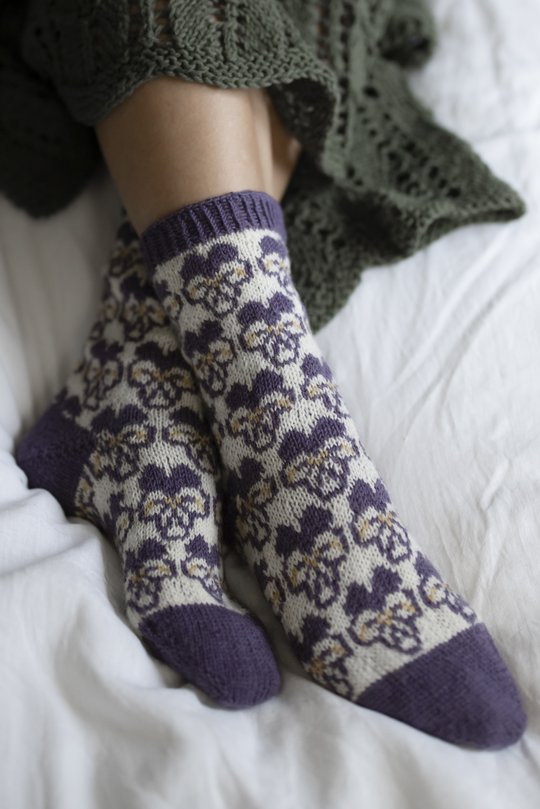 Free knitting pattern for socks with pansies
