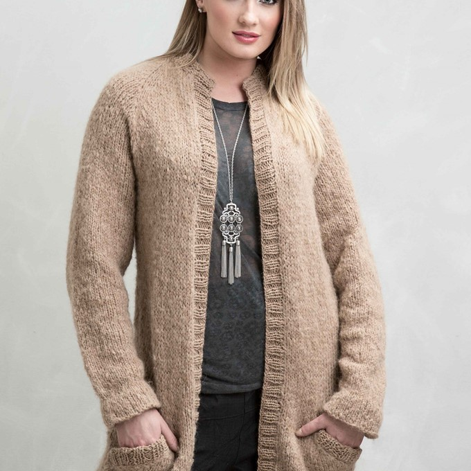 Free and easy long cardigan knitting pattern in stockinette stitch with pockets