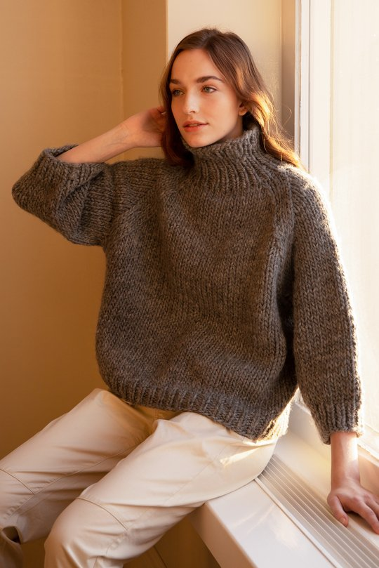 Free easy knitting pattern for a chunky turtleneck sweater. The high neckline is in rib stitch, rest of the sweater in the easy stockinette stitch that is great for beginner.