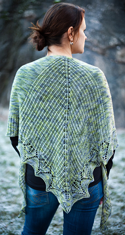 Free knit pattern for a crescent shape shawl