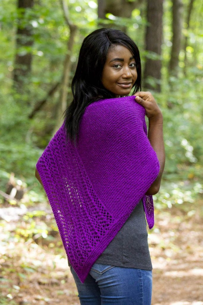 Free knit pattern for an oblong triangle shawl