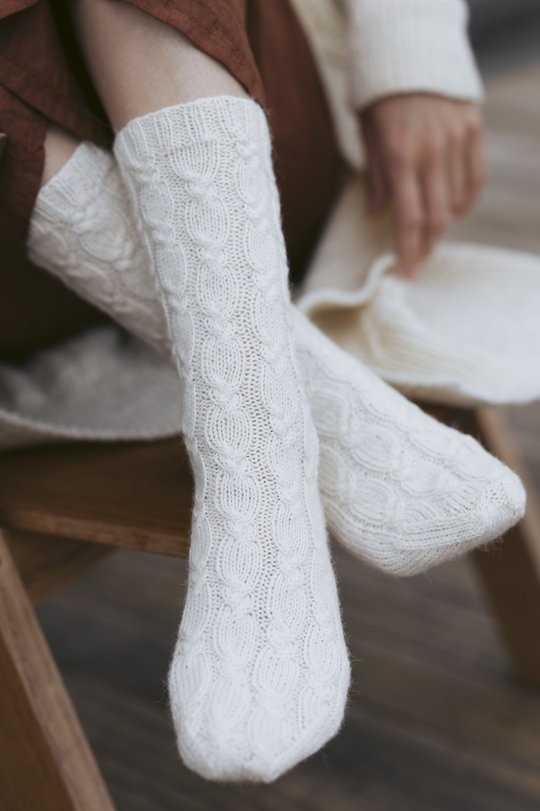 Free knitting pattern for cable socks with a french heel