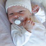 Baby-Pearl-Hat-Free-Knitting-Pattern