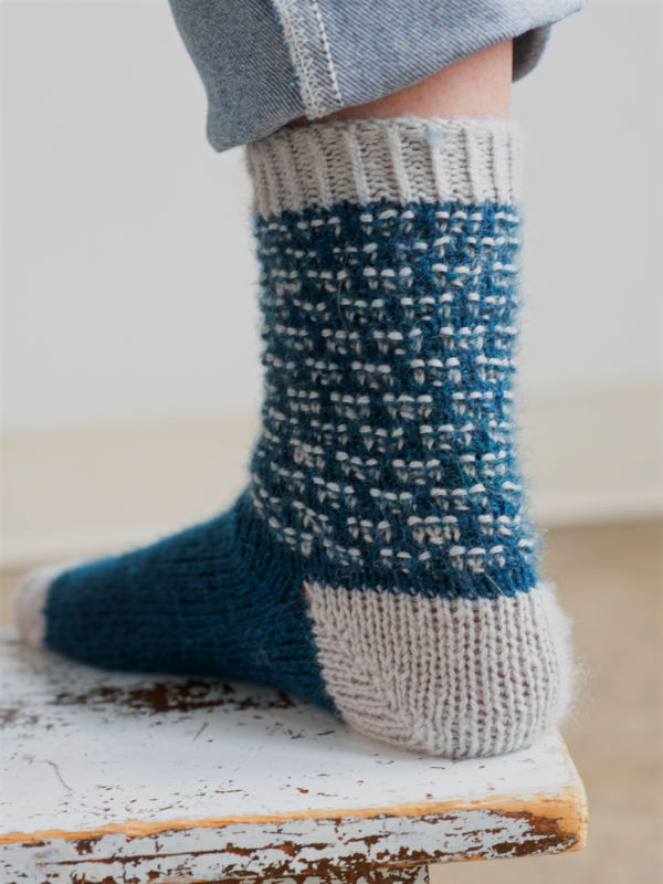 2 Renkli Çorap İçin Ücretsiz Örgü Modeli