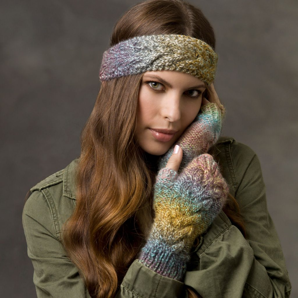 Free knit pattern for a cabled headband and wrist warmers set