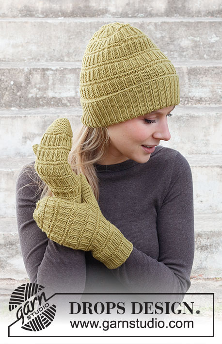 Free knitting pattern for a hat and mittens set with textures
